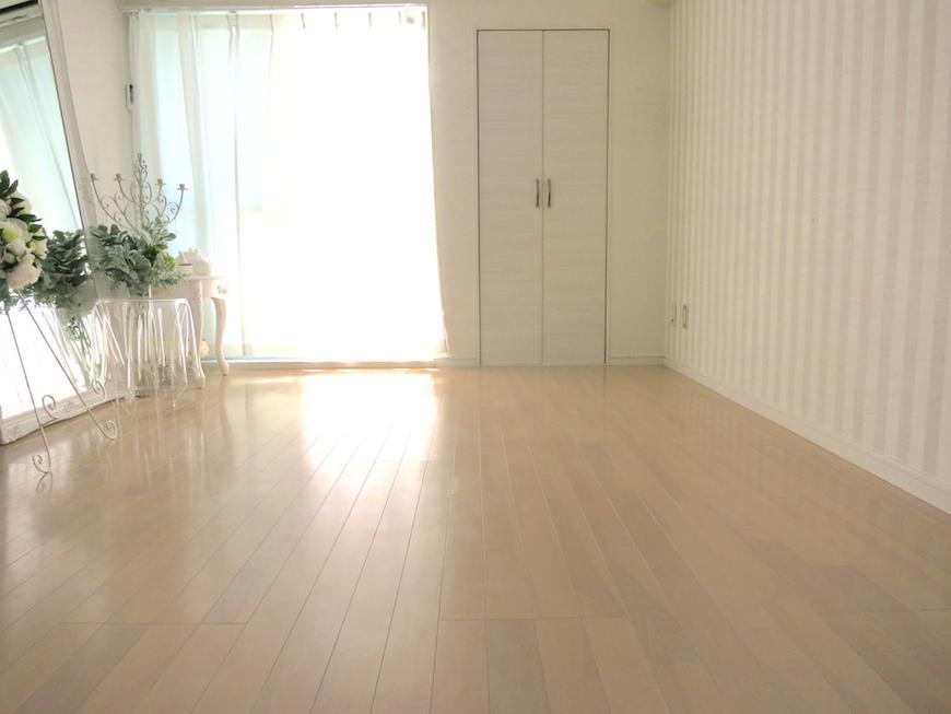 柔らかい光の差し込む潤いあるお部屋IMG_6013