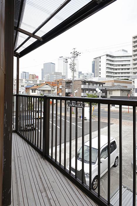 手前の部屋のベランダからは名古屋駅方面のビル群が見えます!_MG_0544