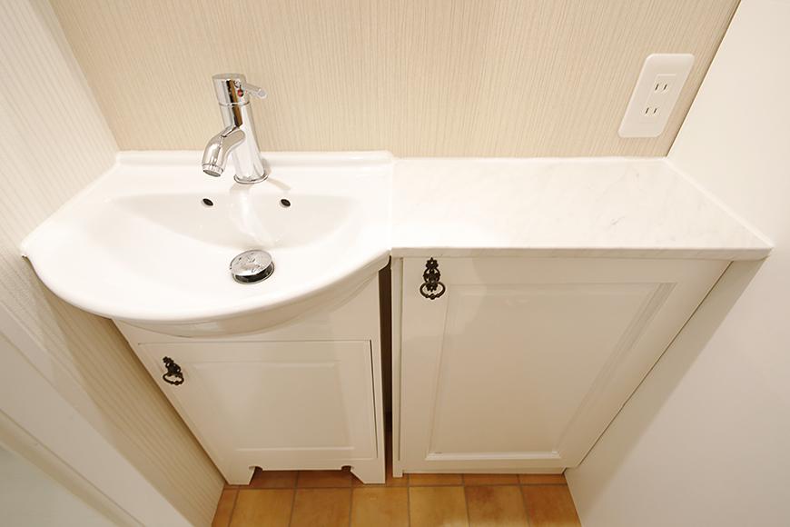 洗面台足もとの収納も素敵に仕上がっています_MG_0707