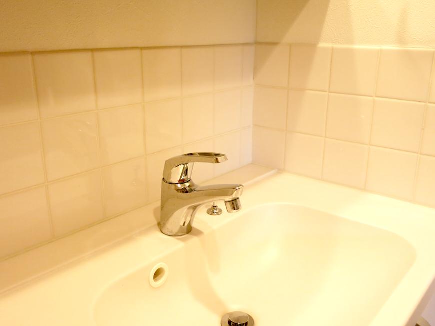 白いタイルがアクセント_洗面化粧台6703