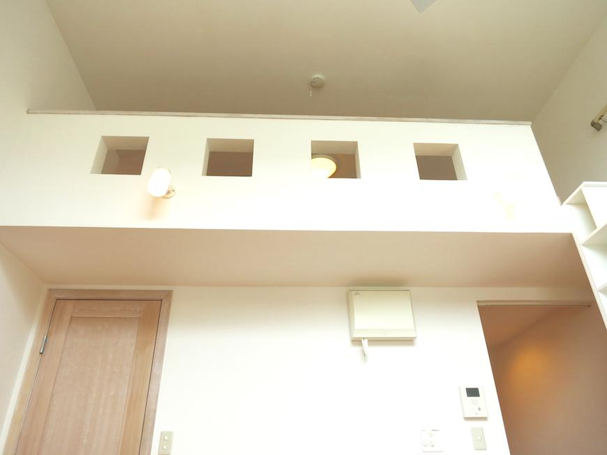 白い壁とロフロサイドのお洒落なデザイン_6713
