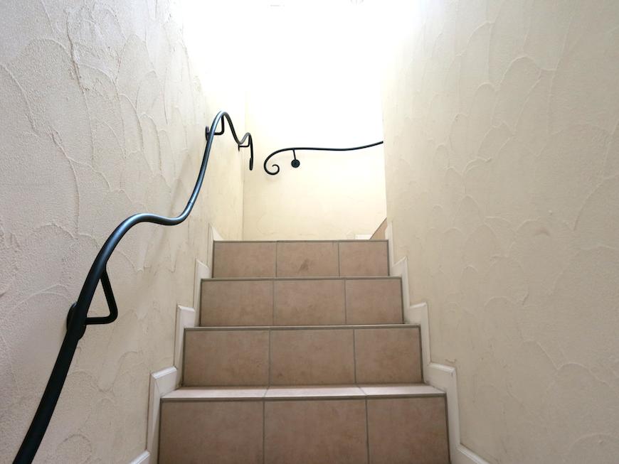 ヨーロッパ風の階段I_お洒落な賃貸_名和市MG_6734