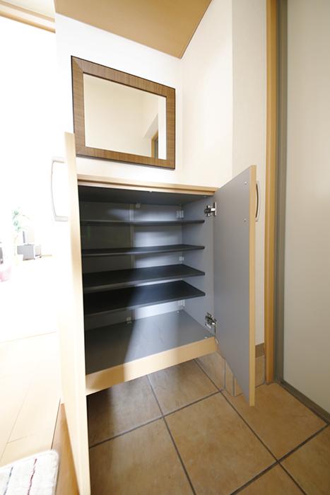 玄関に完備のシューズボックスです_MG_8144