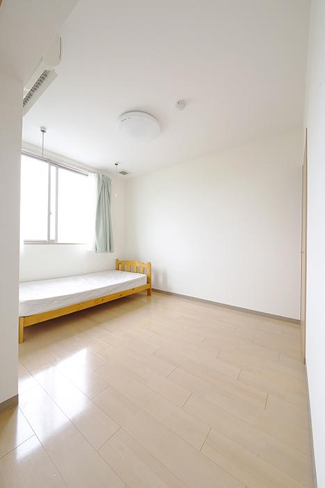 リビングスペースのお隣は、6.1帖の洋室です!_MG_8322