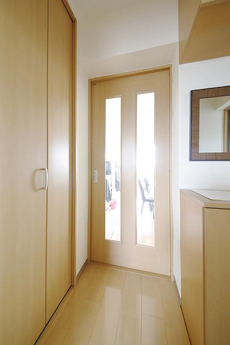 玄関入って右手にあるこのドアを開けると・・・_MG_8438