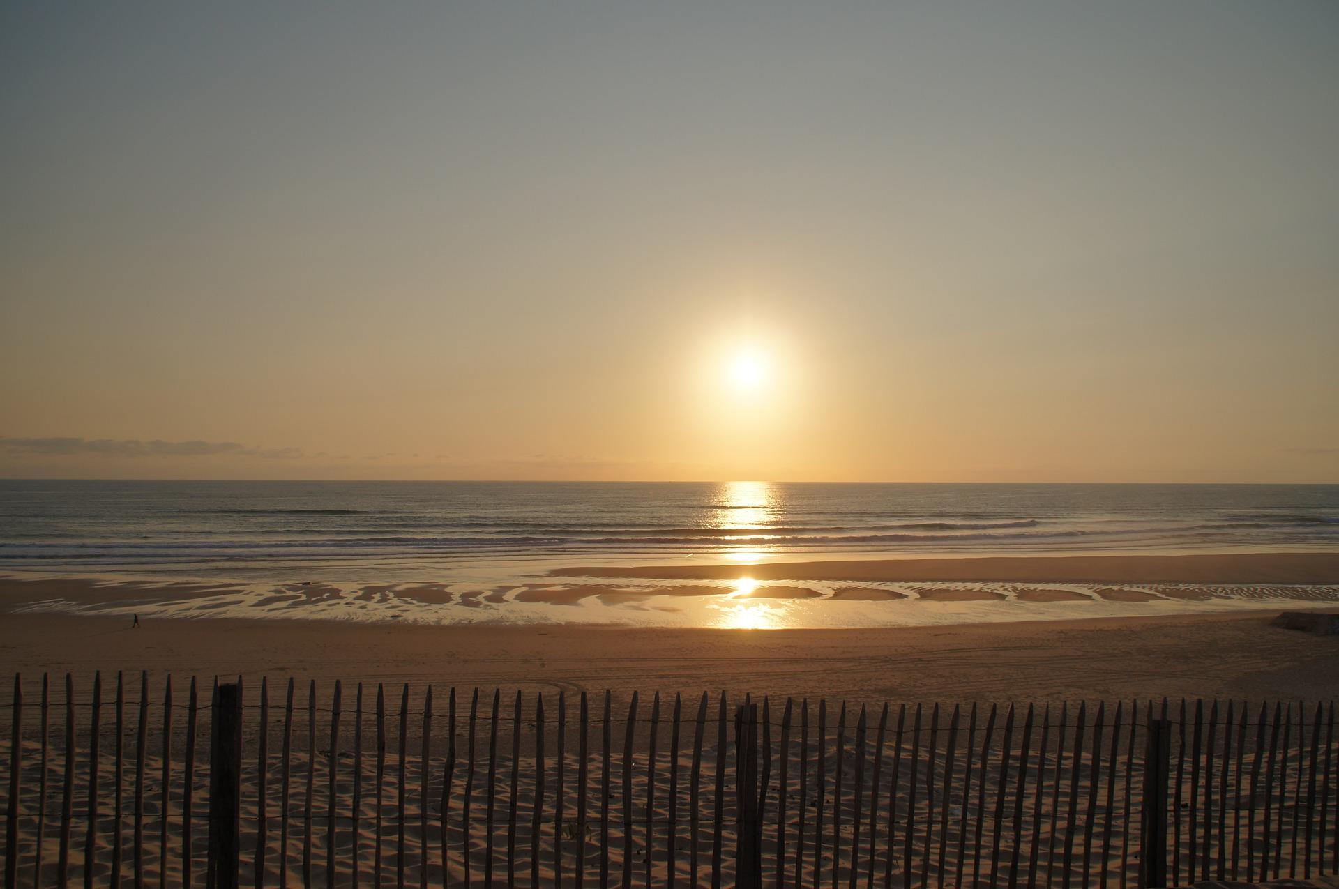 常滑 多摩海岸_ウミガメが産卵に訪れる海岸。美しい海なんですね・・・。sunset-854707_1920