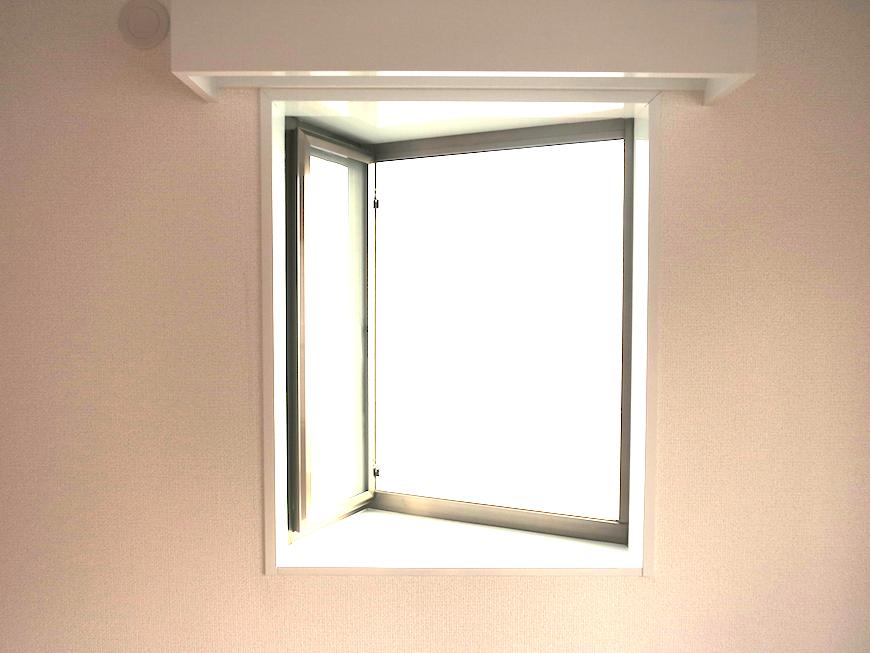 お洒落なデザインの三角窓_7173