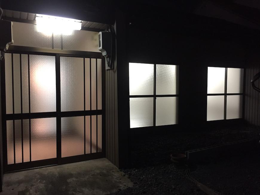夜のスタジオ外観【呼明家スタジオTASHIRO1959】1621