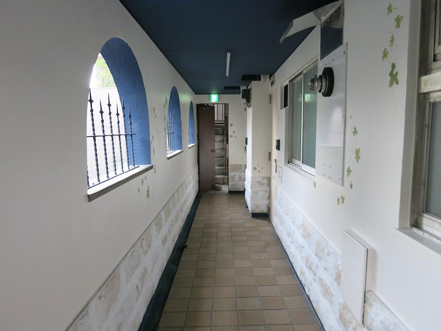 まるでギリシャのサントリーニ島を思わせる共用廊下♡_IMG_6514