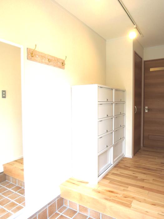 テラコッタの玄関床と無垢材・ヴィンテージなシューズボックス_6845