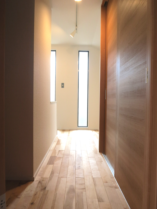 採光窓と廊下_6948