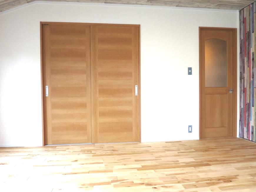 ノリタケの家・2階10帖 扉側6998
