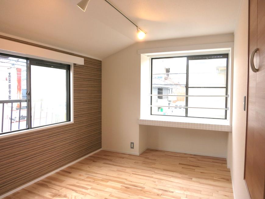ノリタケの家_2階6帖のお部屋アクセントクロスが素敵7001