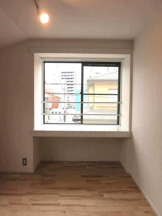 ホワイトな空間と無垢の床_7049