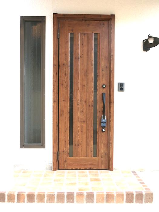 お洒落な扉と可愛らしいレンガの玄関_7149