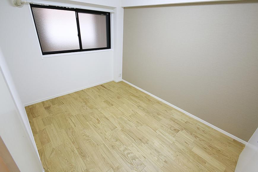 そう、このアクセントクロス!壁紙!色合いが良いので、とっても落ち着く雰囲気のお部屋に仕上がっているのです_MG_9478