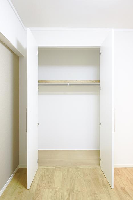 こちらのお部屋にはクローゼット収納アリ!_MG_9491