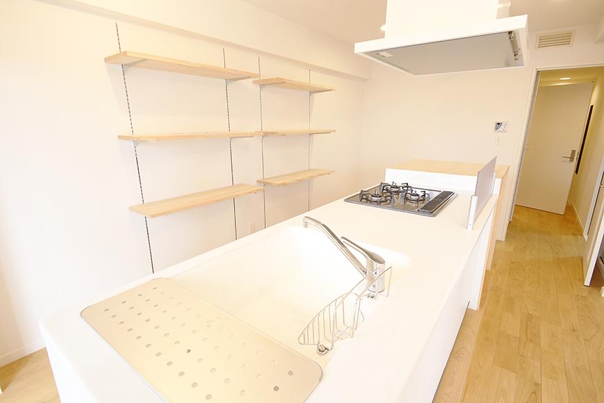 色んな角度から見ても、やはりキッチンが主役のお部屋です_MG_9601