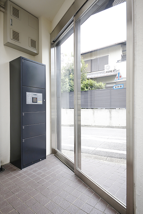 オートロック内側には宅配ボックス完備!_MG_9683