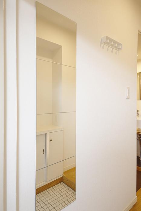 玄関には姿見もあります!  TOMOSのお部屋に住んだら、お出かけ前のチェックは必須!_MG_9763