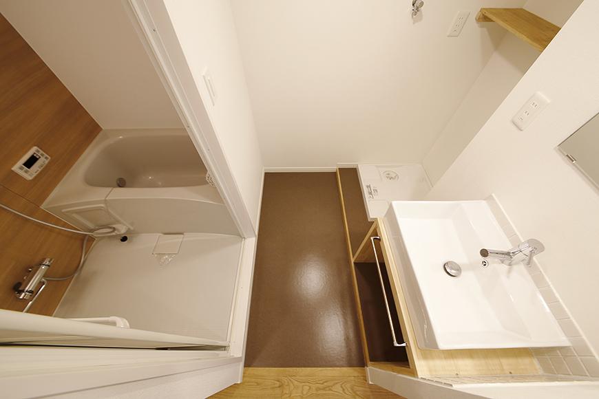 廊下左手にある、コンパクトに収まった水回り!_MG_9796