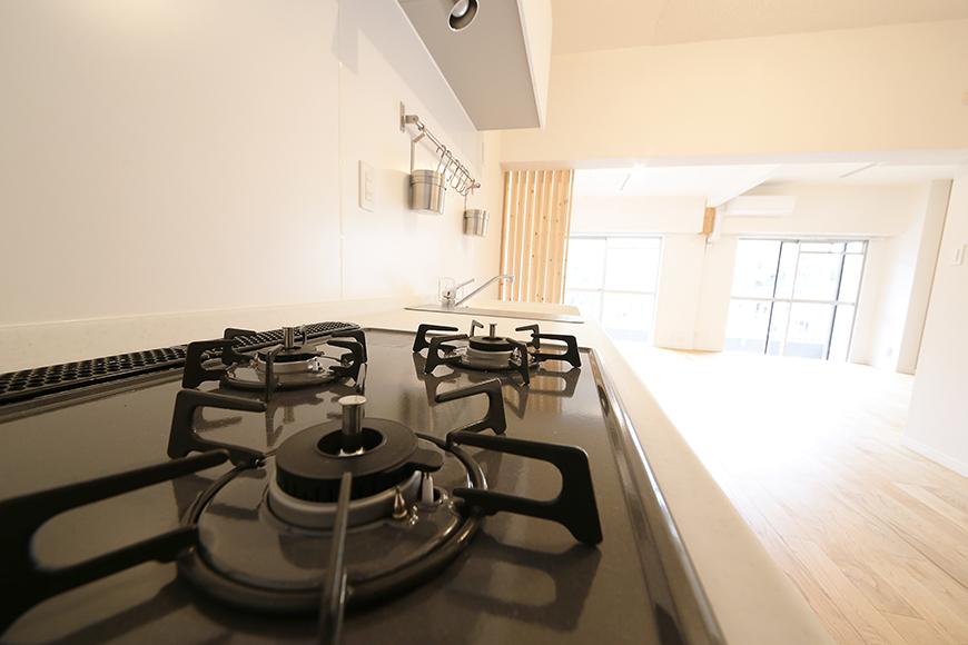 キッチンに立って、リビングを眺める・・・素敵な空間です!_MG_9930
