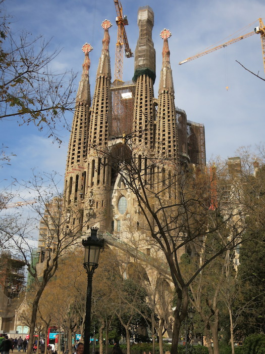 1882年から建築が始まりいまだ完成していないサグラダ・ファミリア(Sagrada Família)※2014年のスペインの旅にて撮影。_IMG_3052