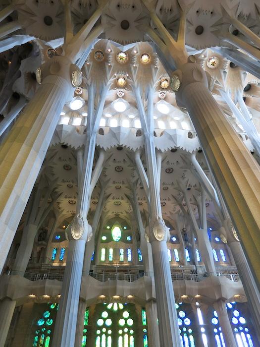 建物の内部。とっても美しい造形美でした。_IMG_3065