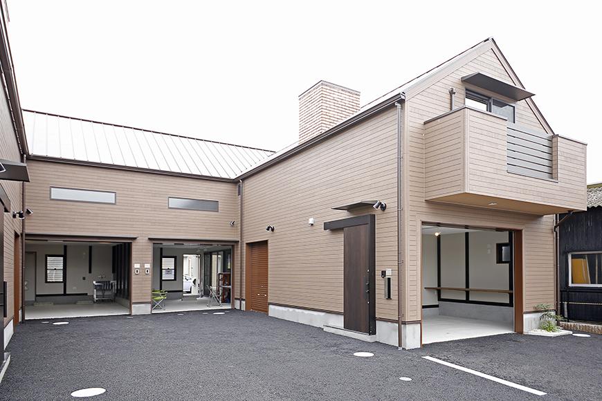 三角屋根のキュートな外観!C号室は、写真一番左のガレージになります_MG_9289