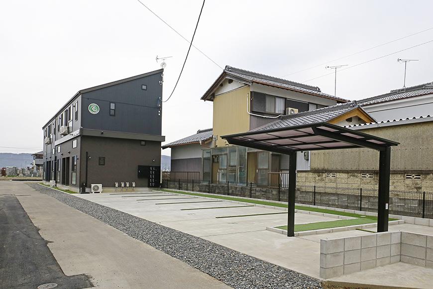 外観からもう、まんまカフェ!のespresso木田の駐車場です_MG_2891
