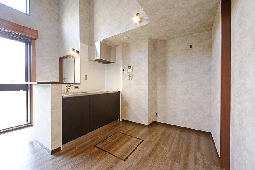 玄関、キッチン、そして大きな窓から注がれる光_MG_2947