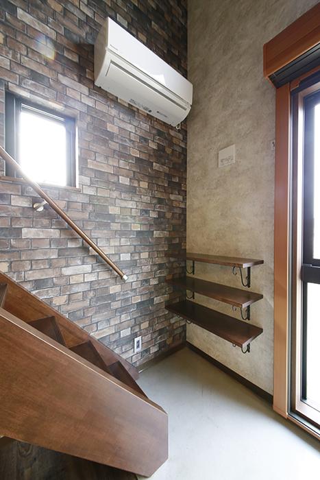 ロフトへの階段付近にエアコン完備!_MG_3004
