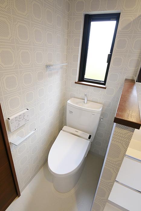 素敵な壁紙に囲まれたトイレです♪_MG_3017