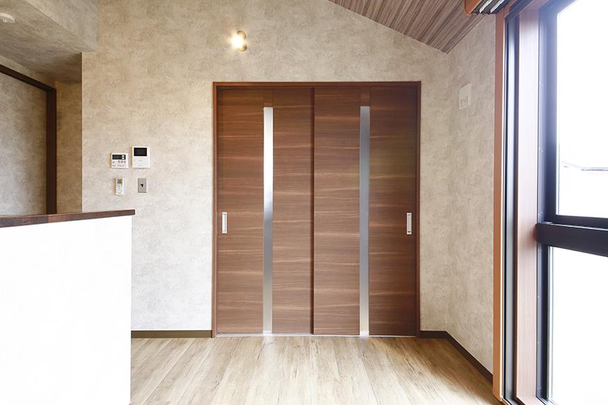 LDKのお隣の洋室はコチラのドアから!_MG_3296