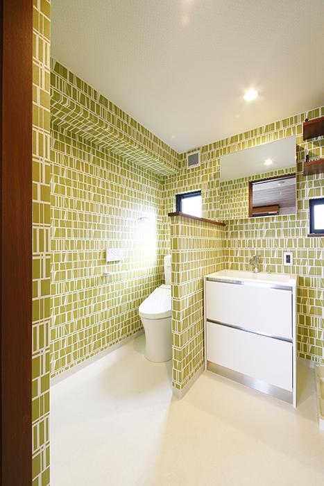 水回りにGo! まずはキュートな壁紙のトイレと独立洗面台です_MG_3344