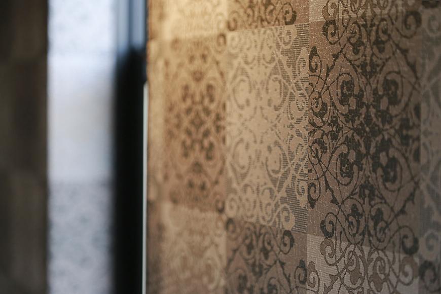 洋室の壁紙は高級感溢れるスタイル_MG_3397