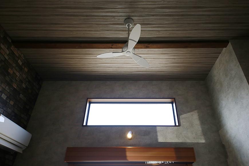 吹き抜けによる天井高の開放感!_MG_3564