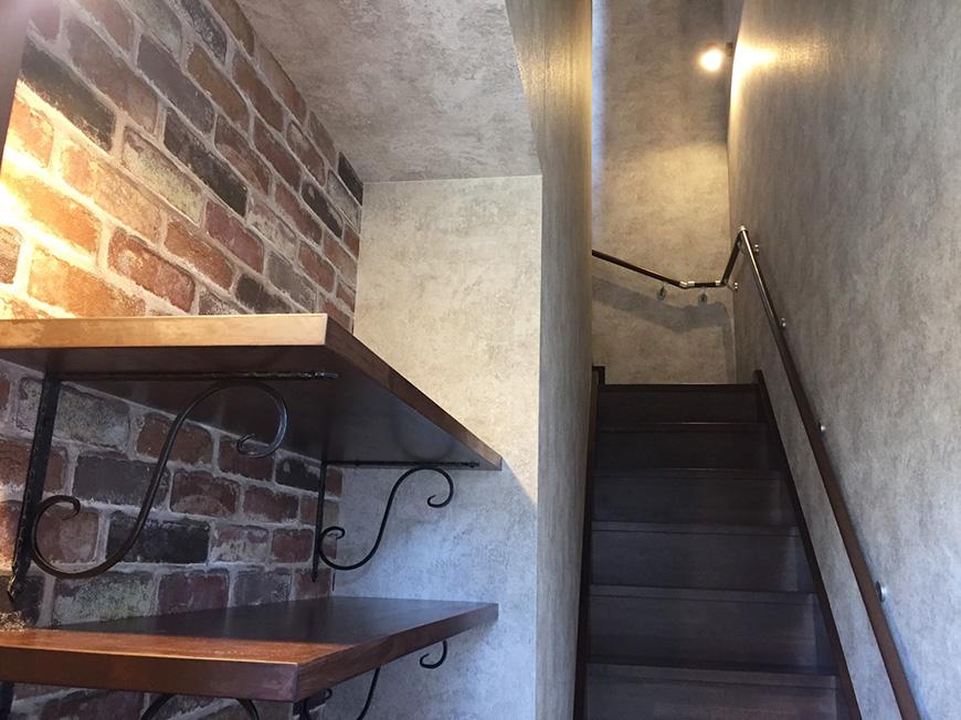 2階のお部屋には1階から、このような階段を上がります♪_S__10354695_rth