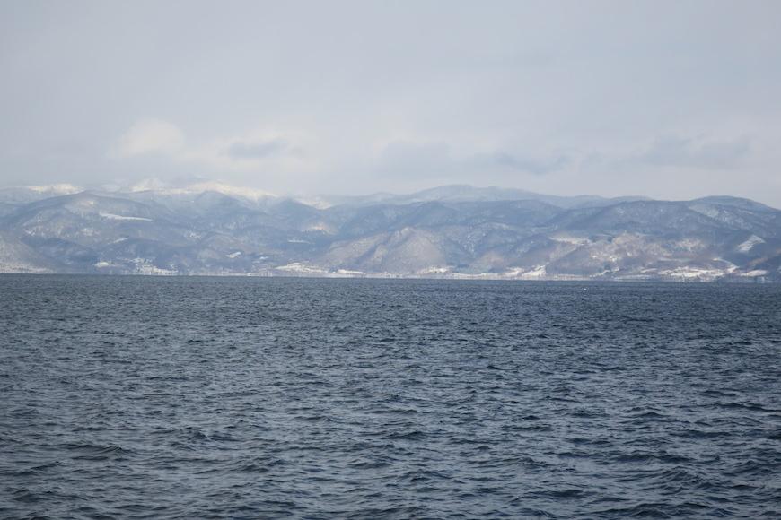 洞爺湖の対岸にそびえる山々_IMG_0330