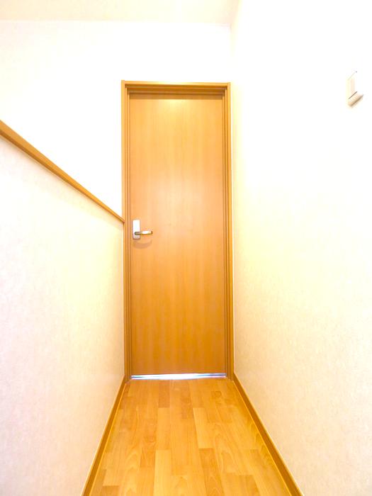 ゆったりした階段まわり。虹と空とリベルテ(Liberte)と。優しい自由がある空間。_7735