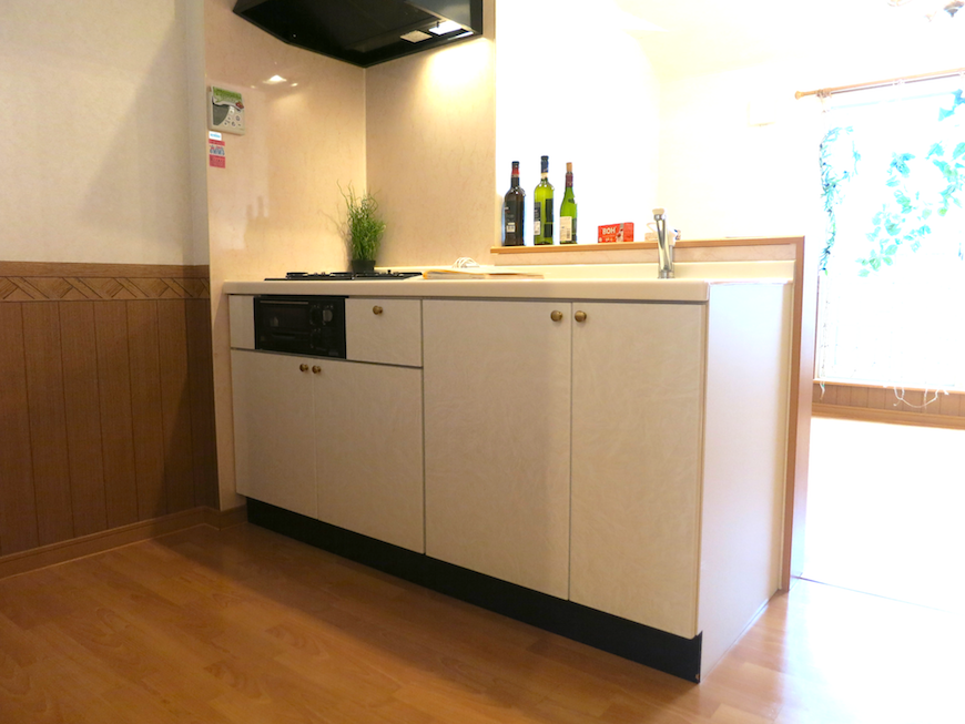 いい素材のキッチン台でお部屋のグレードがアップ。_7740