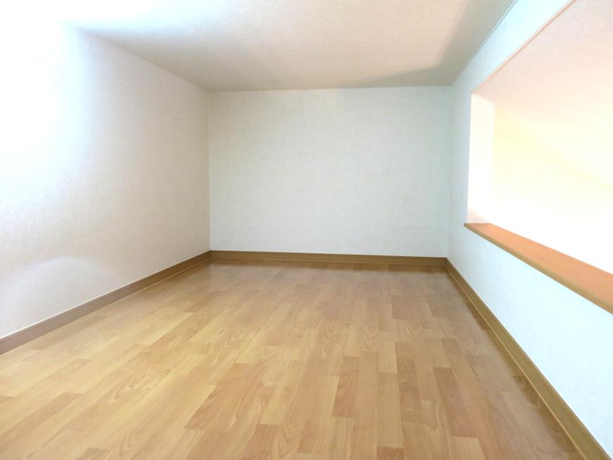 幅広ロフト。サイドに壁なし。開放感があります。_7802