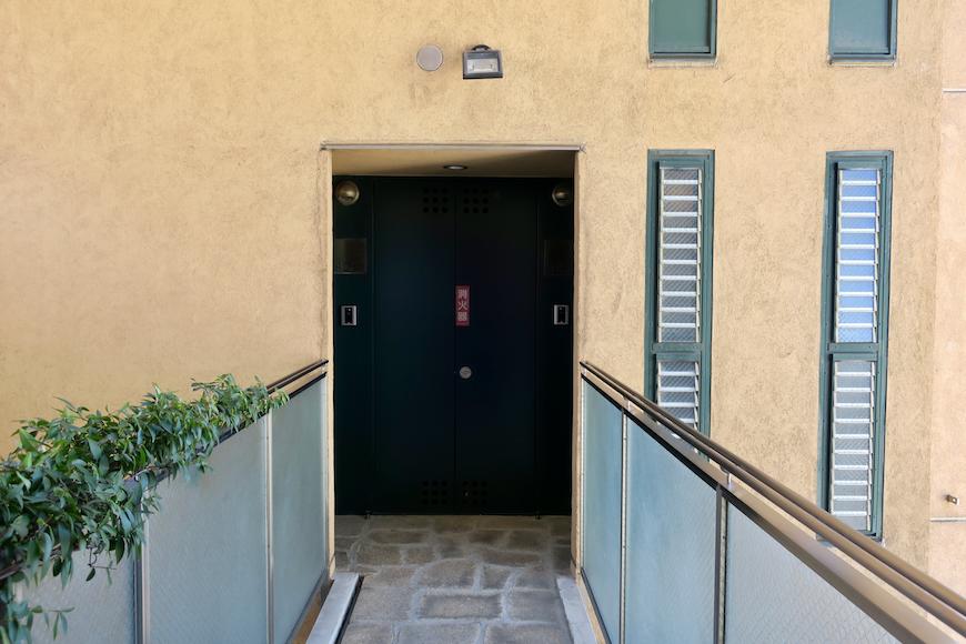 【2000 HOUSE】4F 空中渡り廊下。