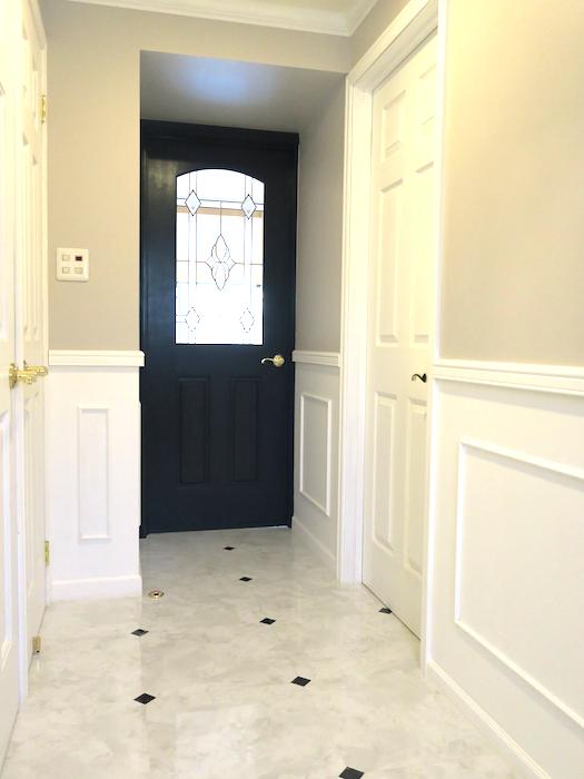 玄関35 【キャッスル東栄】 フレンチブルーがアクセント。 優雅でクラシカルなお部屋。