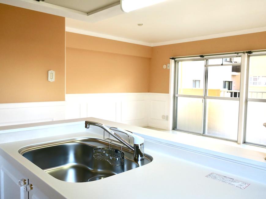 キッチン32 【キャッスル東栄】 フレンチブルーがアクセント。 優雅でクラシカルなお部屋。
