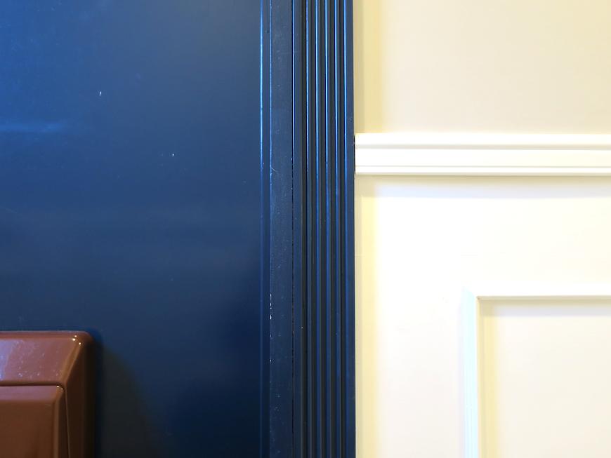 フランス国旗をイメージした玄関