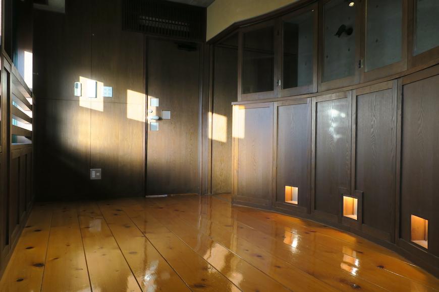 【2000 HOUSE】極上アンティーク空間 窓から差し込む光が美しい。