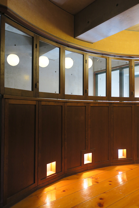 【2000 HOUSE】極上アンティーク空間 窓&壁。美しい曲線。