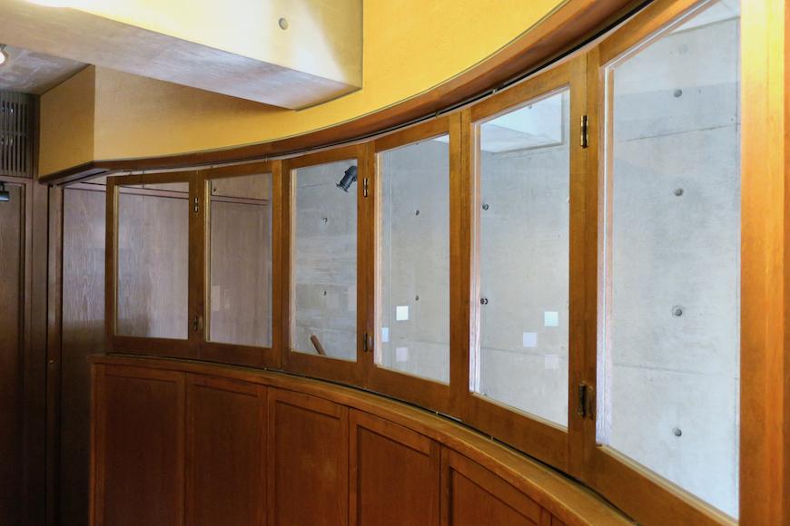 【2000 HOUSE】極上アンティーク空間 可動式アンティーク窓