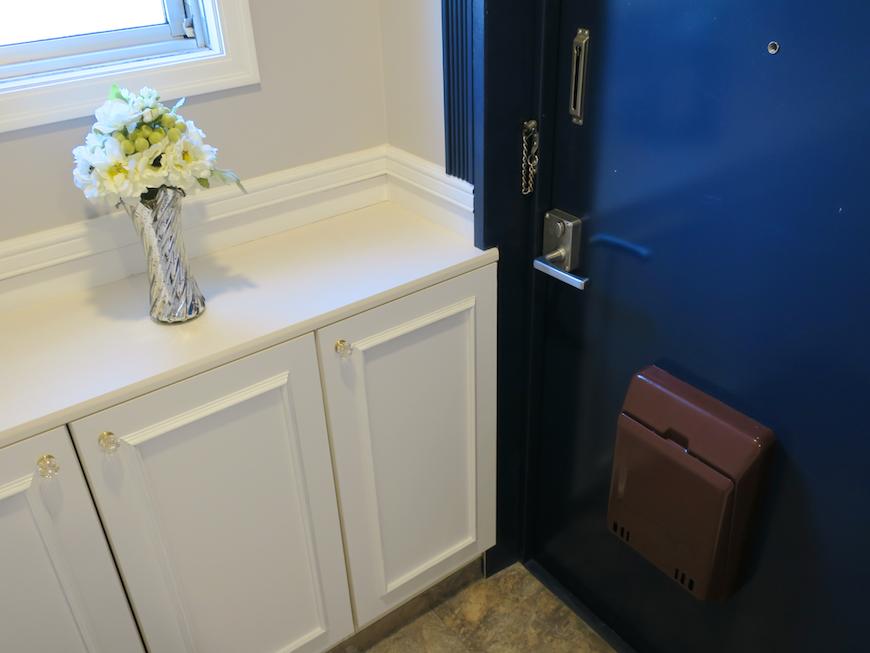 玄関 フレンチブルーがアクセント。優雅でクラシカルなお部屋。 【キャッスル東栄】